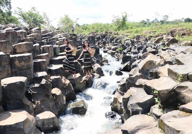 A Gia Lai, un ancien ruisseau rocheux qui ne laisse pas de marbre hinh anh 1