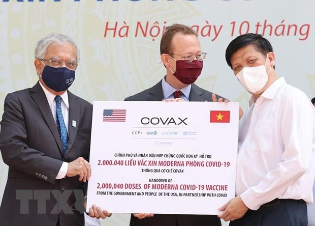 Le PM assiste au lancement de la campagne nationale de vaccination contre le COVID-19 hinh anh 3