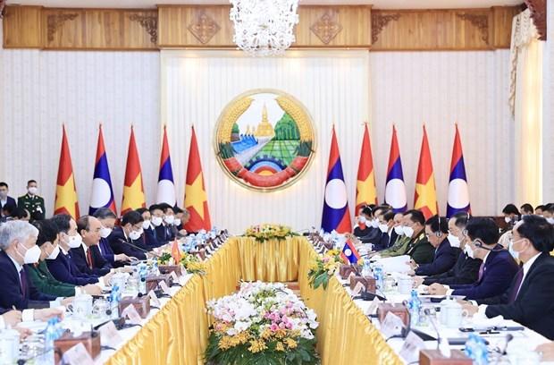 Le president Nguyen Xuan Phuc rencontre des personnalites du Laos hinh anh 2