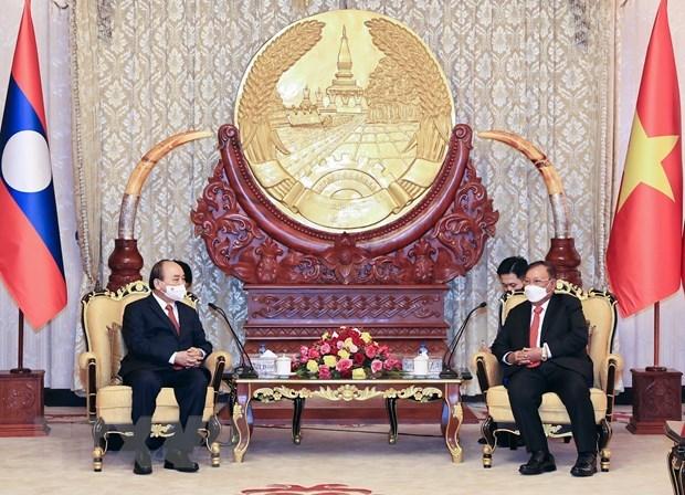 Le president Nguyen Xuan Phuc rencontre des personnalites du Laos hinh anh 3