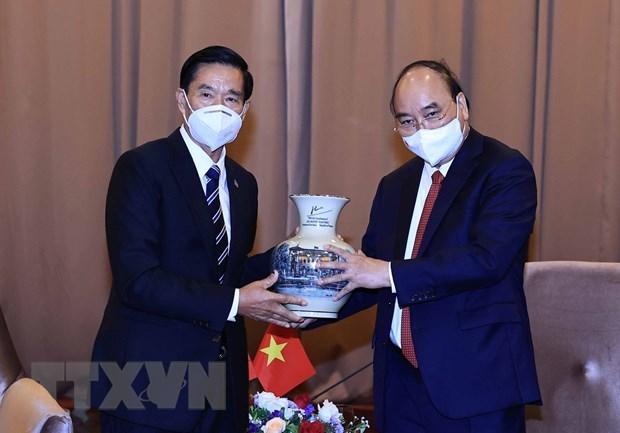 Le president Nguyen Xuan Phuc rencontre des personnalites du Laos hinh anh 4