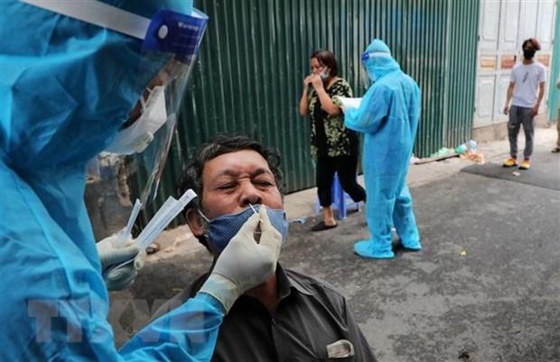 Covid-19: le Vietnam enregistre 5.025 nouveaux cas en 12 heures hinh anh 1