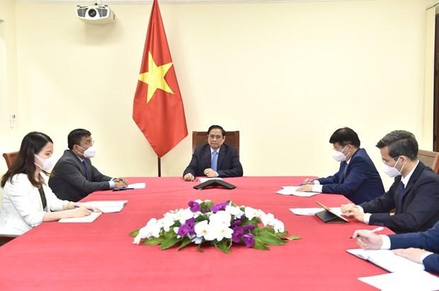 Le PM Pham Minh Chinh s'entretient avec le Pdg de Pfizer hinh anh 1