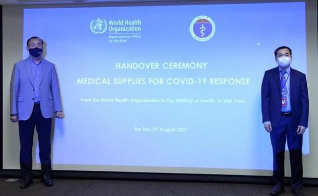 COVID-19 : l'OMS remet des fournitures medicales au gouvernement vietnamien hinh anh 2