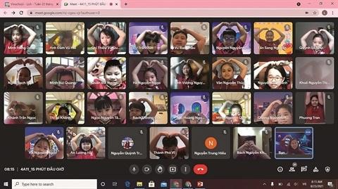 Au Vietnam, les eleves reprennent virtuellement le chemin de l'ecole hinh anh 1