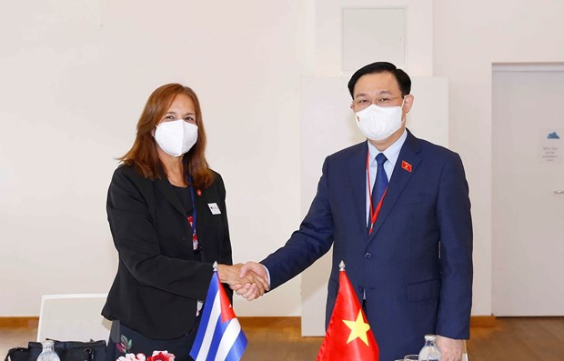 Le president de l'AN Vuong Dinh Hue rencontre la vice-presidente de l'AN du pouvoir populaire cubain hinh anh 1