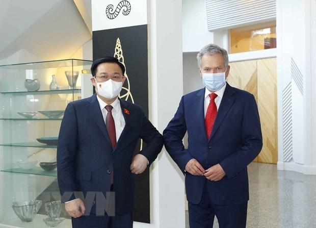 Le president de l'AN du Vietnam rencontre le president finlandais hinh anh 1