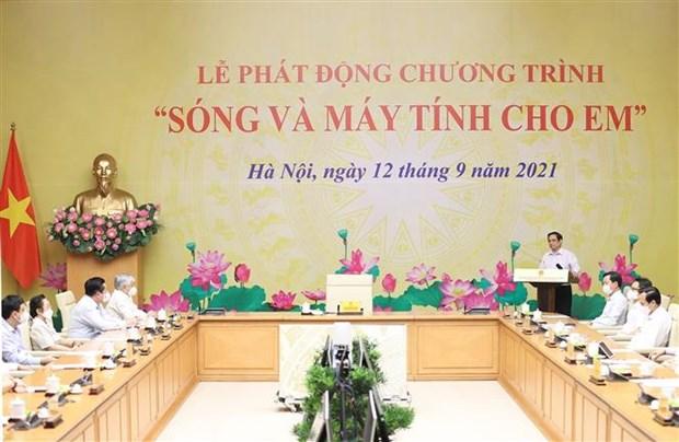 """Le PM preside le lancement du programme """"Ondes et ordinateurs pour les enfants"""" hinh anh 1"""