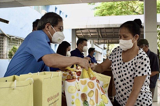 Covid-19 : plus de 2,6 millions de Vietnamiens beneficient d'une aide sociale hinh anh 1