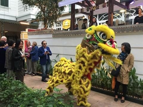 Un marche du Tet haut en couleurs a l'hotel Metropole Hanoi hinh anh 1