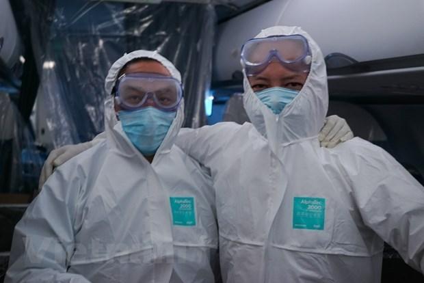 Ces hommes qui viennent rapatrier des Vietnamiens de l'epicentre du coronavirus hinh anh 2