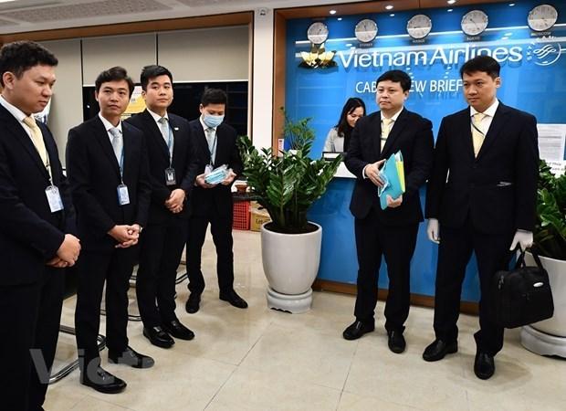 Ces hommes qui viennent rapatrier des Vietnamiens de l'epicentre du coronavirus hinh anh 1
