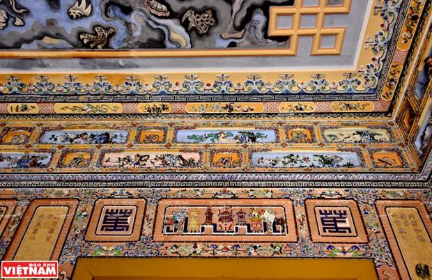 Mausolee de Khai Dinh, un chef d'œuvre de l'art de la mosaique de porcelaine hinh anh 6