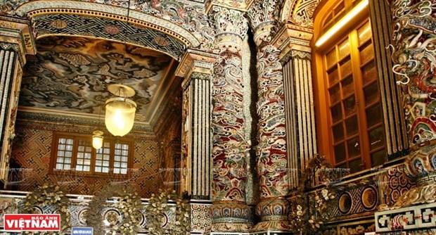 Mausolee de Khai Dinh, un chef d'œuvre de l'art de la mosaique de porcelaine hinh anh 5