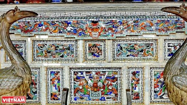 Mausolee de Khai Dinh, un chef d'œuvre de l'art de la mosaique de porcelaine hinh anh 8