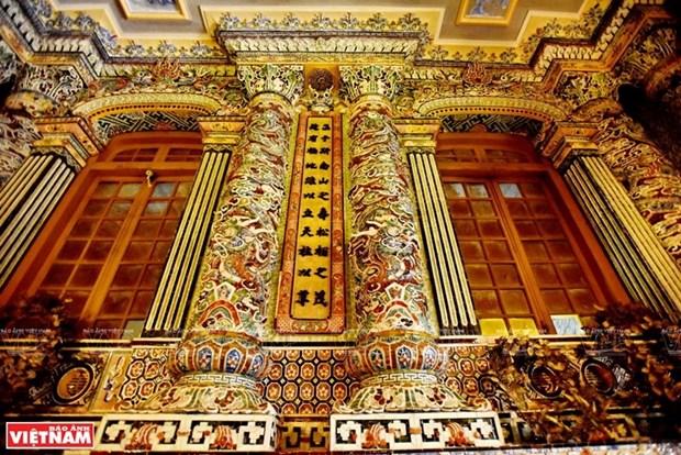 Mausolee de Khai Dinh, un chef d'œuvre de l'art de la mosaique de porcelaine hinh anh 4