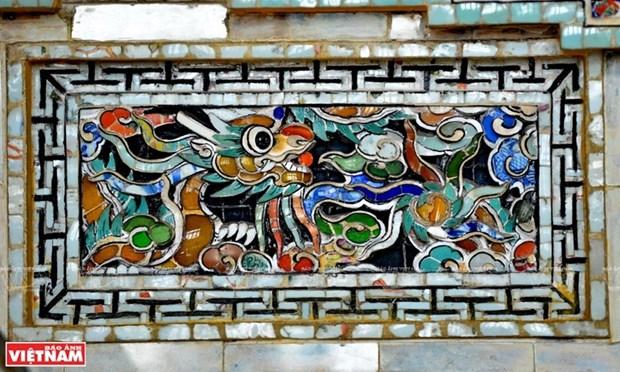 Mausolee de Khai Dinh, un chef d'œuvre de l'art de la mosaique de porcelaine hinh anh 9