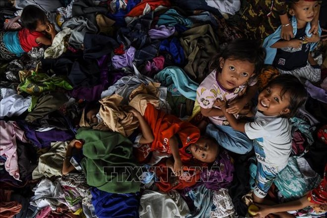 Niveau d'alerte du volcan responsable du tsunami relevé, trafic aérien perturbé — Indonésie